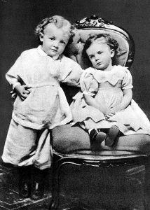 Vladimir Il'ič e Ol'ga Ul'janov nel 1874 fotografia di Lenin e della sorellina